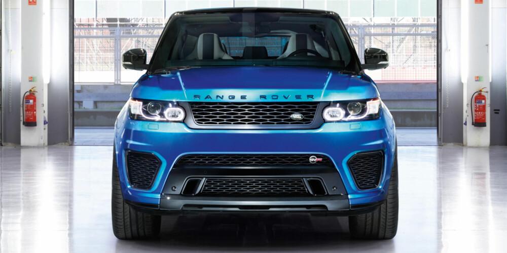 SVR: Digre luftinntak foran bidrar til å skille SVR-modellen fra en vanlig Range Rover Sport. FOTO: Land Rover