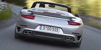 PORSCHE 911: Porsche 911 Turbo har så mye avansert elektronikk at den ikke oppleves lunefull lenger. Men den har fremdeles evnen til å skremme vannet av sjåføren, og passasjeren. Den er uhyggelig rask. FOTO: Porsche