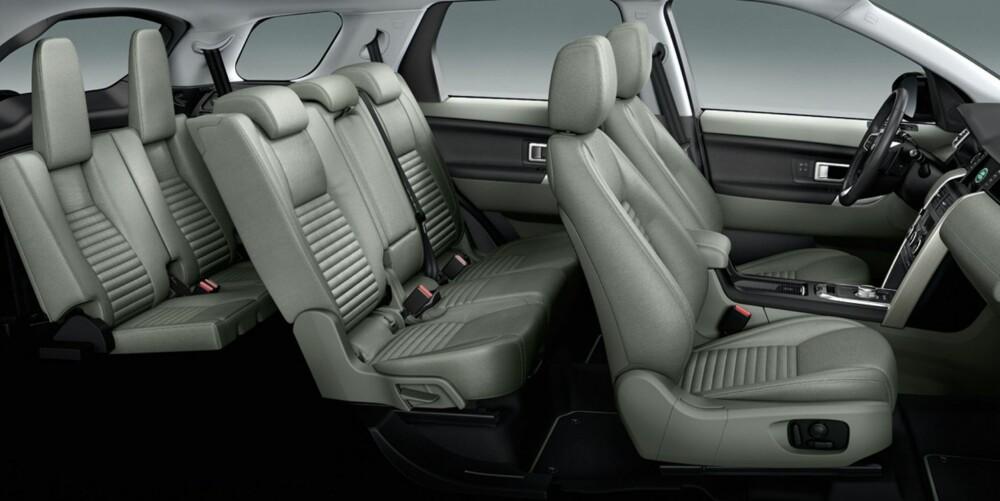 TRANGT: På bildene fra Land Rover ser det ikke ut til å være all verden med plass i tredje seterad. Annen seterad kan skyves fram og tilbake etter behov. Alle passasjerer kan få sin egen USB-kontakt. FOTO: Land Rover