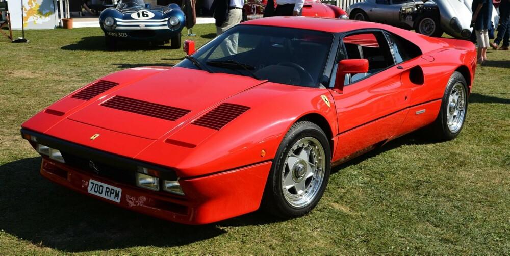 EKSTREM: Ferrari 288 GTO er en twinturbo som er regnet som særdeles ekstrem for sin tid. FOTO: Newspress
