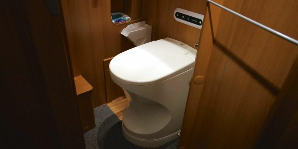 I BOBIL: Slik ser Cinderella-toalettet ut i en bobil. Du kan se det og få en demonstrasjon (på en måte) på Caravanmessen. FOTO: Geir Svardal