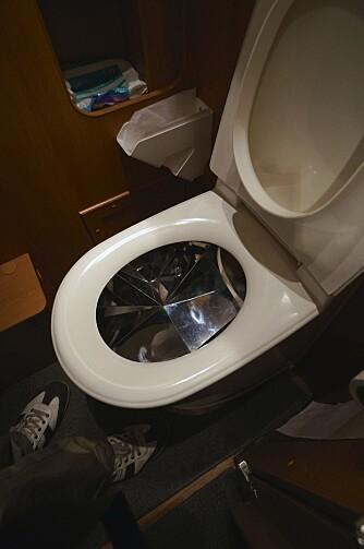 SPESIALSTÅL: På innsiden av toalettet er det spesialstål. FOTO: Geir Svardal