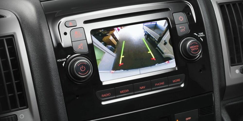 DISPLAY: Nytt display, innebygd ryggekamera og navigator. FOTO: Torbjörn Stålenhag