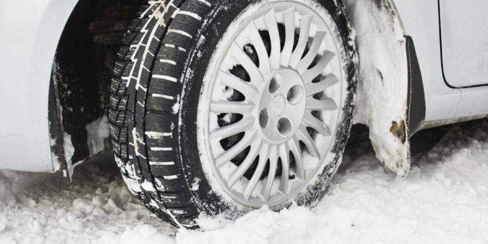 UNDERLAG: Velg piggfritt og miljøvennlig, om du mener at du klarer deg fint med det. Kjører du ofte på is og hålke, er piggdekk det beste. ILLUSTRASJONSFOTO: Thinkstock