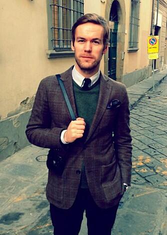 TIPS FRA EKSPERTEN: Håvard Bråstein, avdelingsleder hos Follestad i Akersgata i Oslo, sier at skal du bruke en dressjakke som blazer, er noen av kravene at jakken skal være tykkere enn buksen du kombinerer den med.