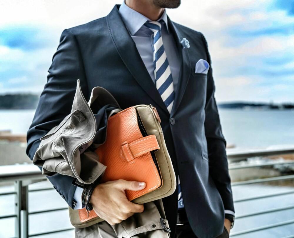 c18fa284 DETALJER: En close up på hvordan man styler en dressjakke brukt som blazer.