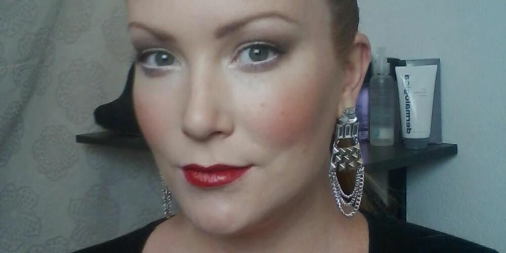 SMINKELOOK 2: Klassiske røde lepper og glamorøse øyne