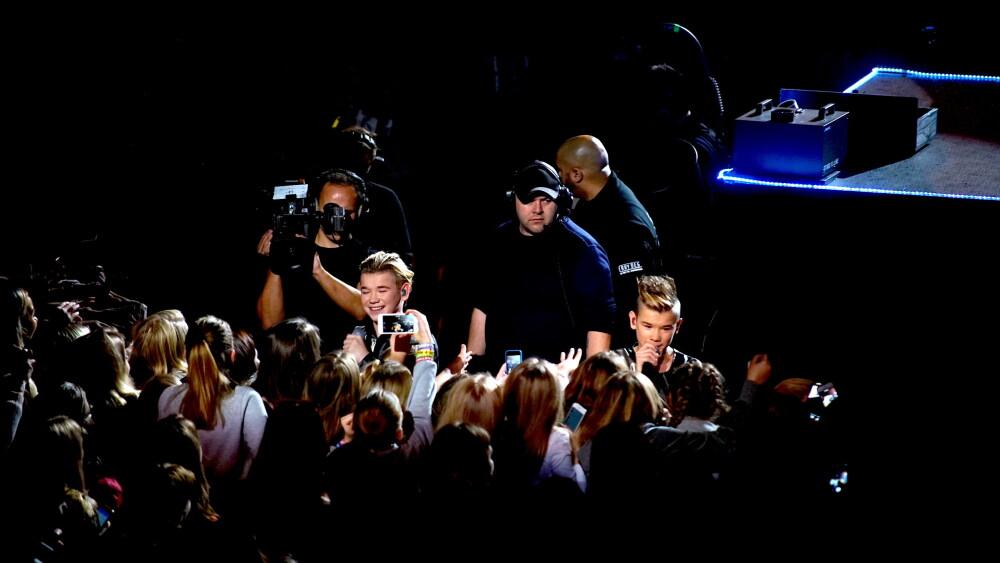 Guttene tok seg god tid til å hilse på fansen. På et tidspunkt var Marcus til og med oppe på tribunen for å hilse på publikum!