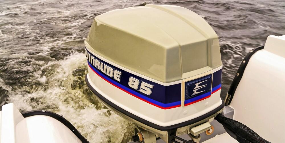 LEGENDE: Valget falt på en tidsriktig Evinrude 85 hk, den legendariske V4-totakteren fra 70-tallet.