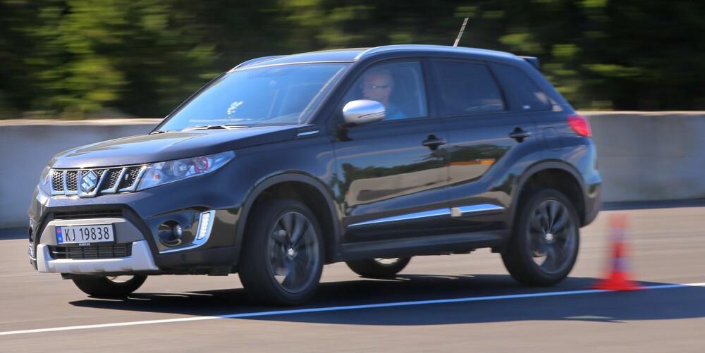 KVIKK RESPONS: Lav vekt gjør at Vitara er uten typiske SUV-tregheter i svingene. I stedet kjennes den slik mange lave kompaktbiler gjør, med kvikk respons på det sjåføren foretar seg.