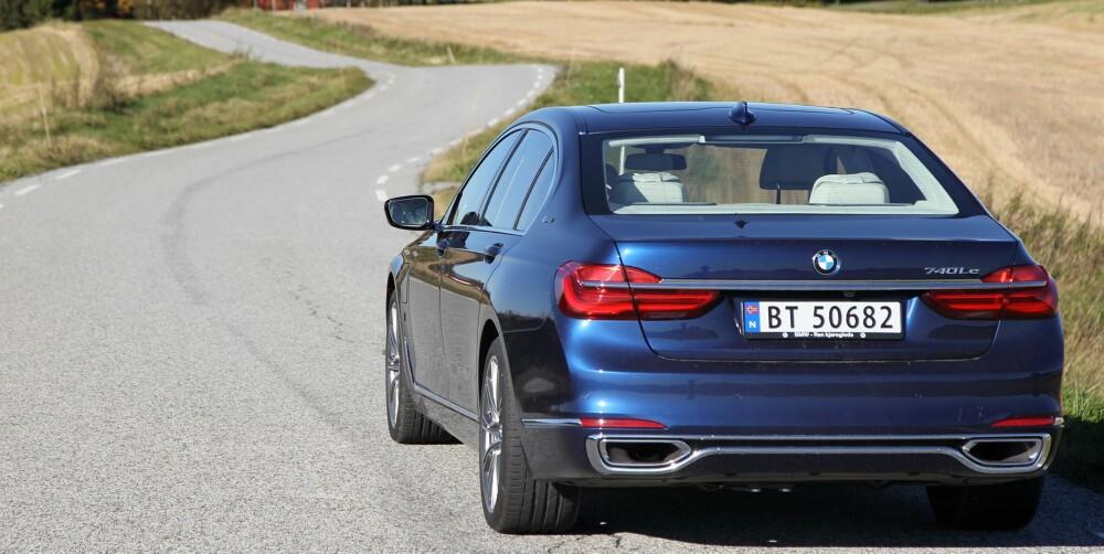 SVÆRT RASK: Luksuslimousinen gjør 60–100 km/t på 3,3 og 80–120 km/t på 4,1 sekunder. Den over to tonn tunge bilen gjør forbikjøringer i et jafs.