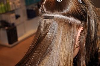 TAPE EXTENSION: Dette kan være løsningen for deg som vil spare ditt eget hår, men samtidig vil ha fyldig, langt hår. Ditt eget hår vokser nemlig i mellom festene. FOTO: Hendrix Hair