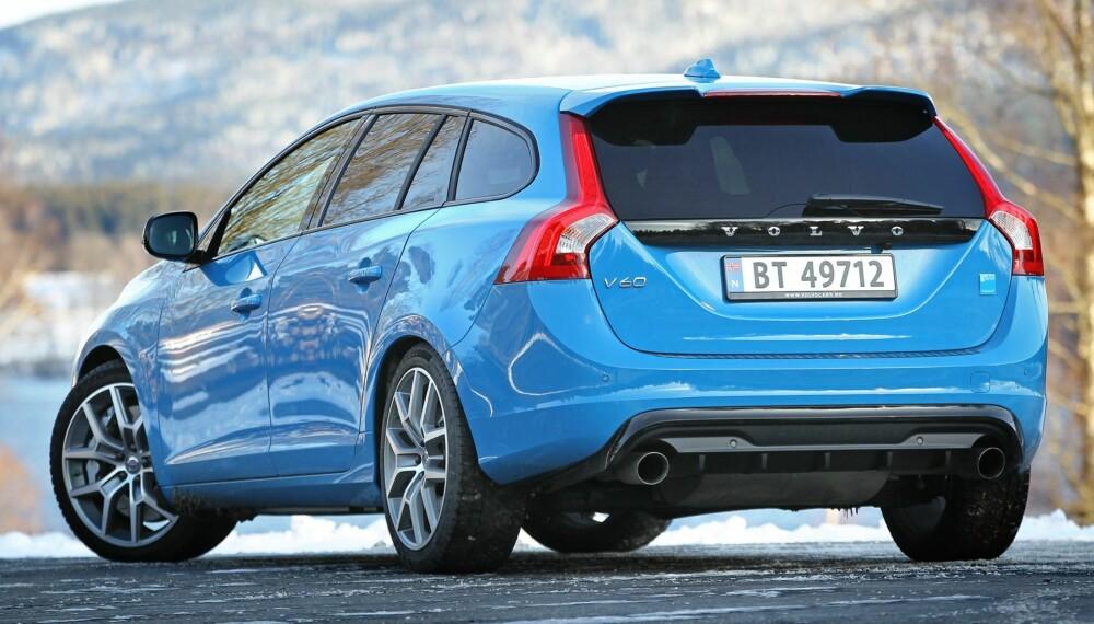 ULV I FÅREKLÆR: Det er lite ved eksteriøret som røper at Volvo V60 T6 Polestar har ytelser som en Porsche. Legg merke til den doble eksosen, hekkspoileren og de grove bremsene.