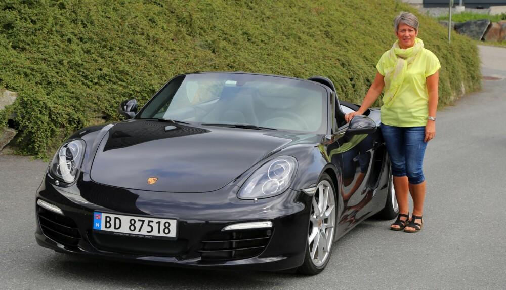 HELÅRSBIL: Den nye Boxsteren fra 2014 kan Lisa Thorvaldsen, som har jobbet med Porsche i 16 år, bruke hele året.