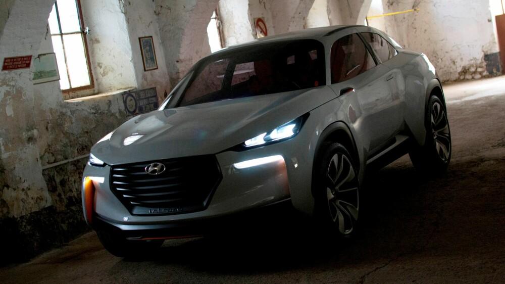 MANGE NYE: Nærmere ti bilmerker er ventet å ha en hydrogenbil klar for salg innen 2020. En av dem er Hyundai Intrado, som du her ser i konseptversjon. Intrado skal være konstruert som hydrogen-bil fra bunnen av, i motsetning til dagens hydrogenbil fra merket, som er en tilpasset versjon av SUV-en ix35.