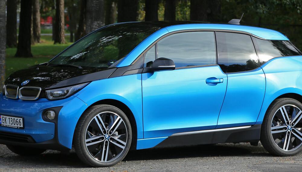 SVÆRT LETTKJØRT: BMW i3 skiller seg fortsatt ut i gatebildet. God oversikt, lengde på 4 meter og minimal svingradius gjør den usedvanlig lettkjørt.
