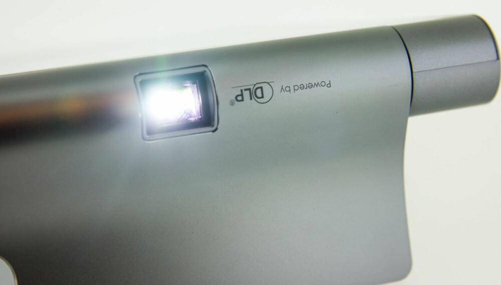 WOW: Lenovo Yoga Tablet 3 Pro har en innebygd projektor - som det eneste nettbrettet i verden (ved siden av Yoga Tablet 2 Pro).