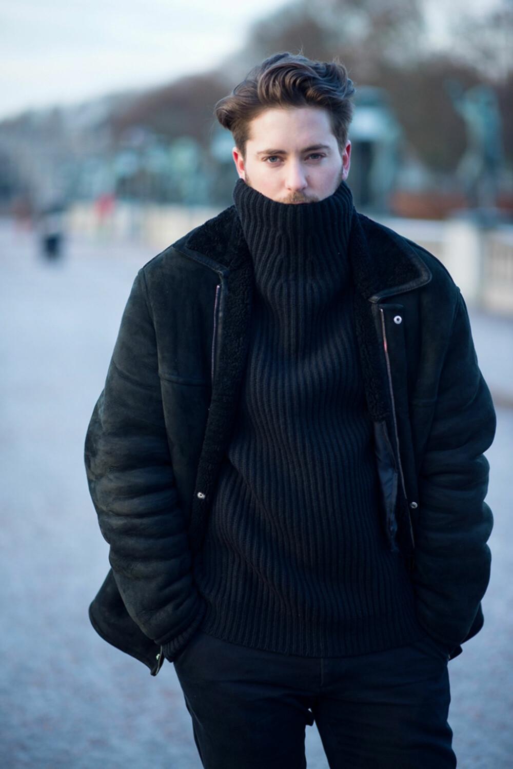 PÅ BYEN: Herremoteblogger Kjetil Lundstein liker best å gå kledd i helsvart på byen.