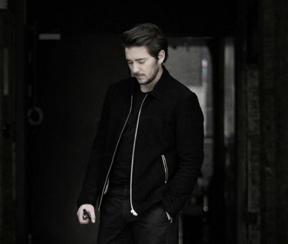 PÅ BYTUR: Herremoteblogger Kjetil Lundstein liker best å gå kledd i helsvart på byen.