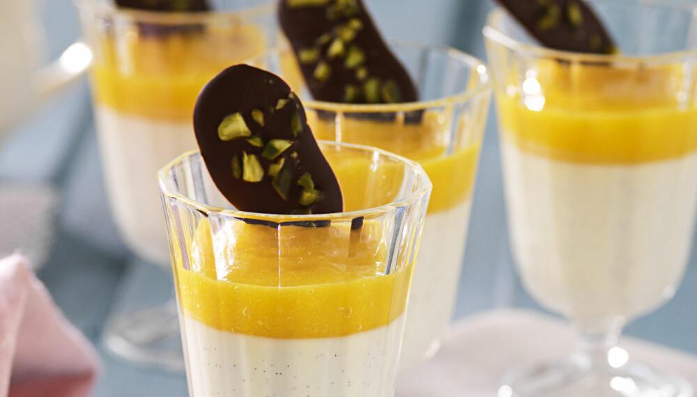 LETT OG LEKKER: Vaniljepanacotta med mangomousse.