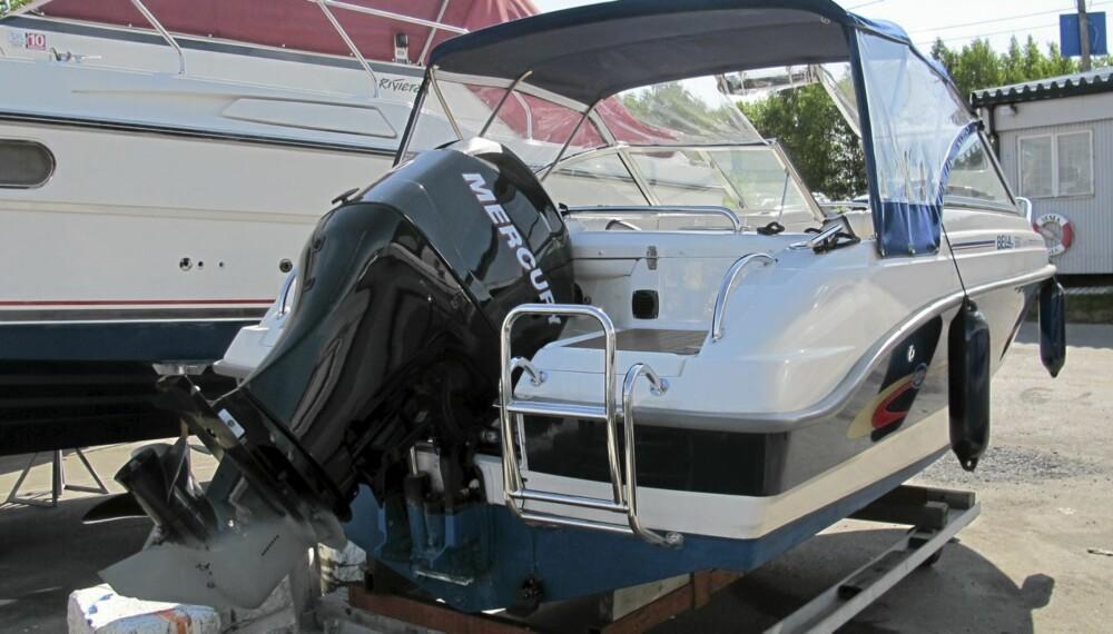 FRISTENDE: Særlig før båten er kommet på vannet, kan slike motorer være et fristende agn for tyver. FOTO: Geir Svardal