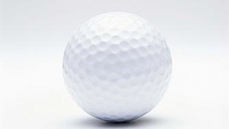 LØSER OPP MUSKLER OG SENER I FOTEN: Et godt triks er å fryse en golfball og plassere den under fotbladet mens du ruller foten over ballen - fram og tilbake og til sidene.