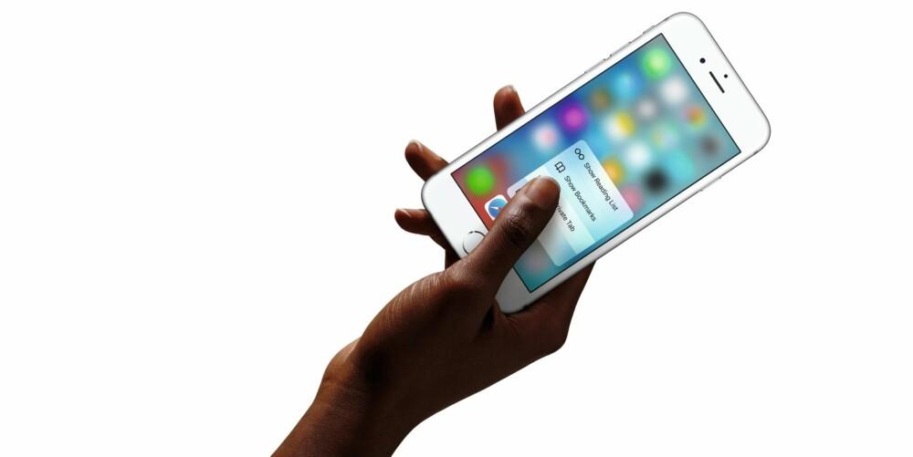 FOR STOR?: Det var en grunn til at iPhone hadde en skjerm på 3,5 tommer. Steve Jobs mente ingen ville kjøpe store telefoner.