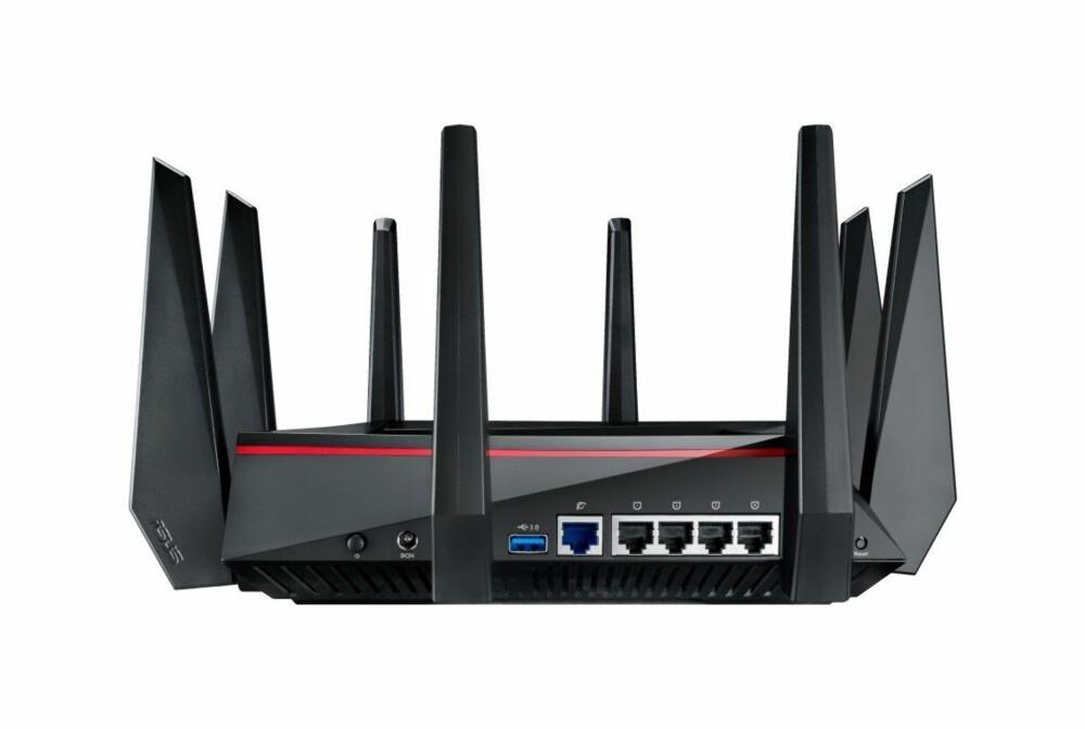 BAKSIDEN: Her finner du de vanlige LAN- og WAN-portene, i tillegg til en USB 3.0-port.