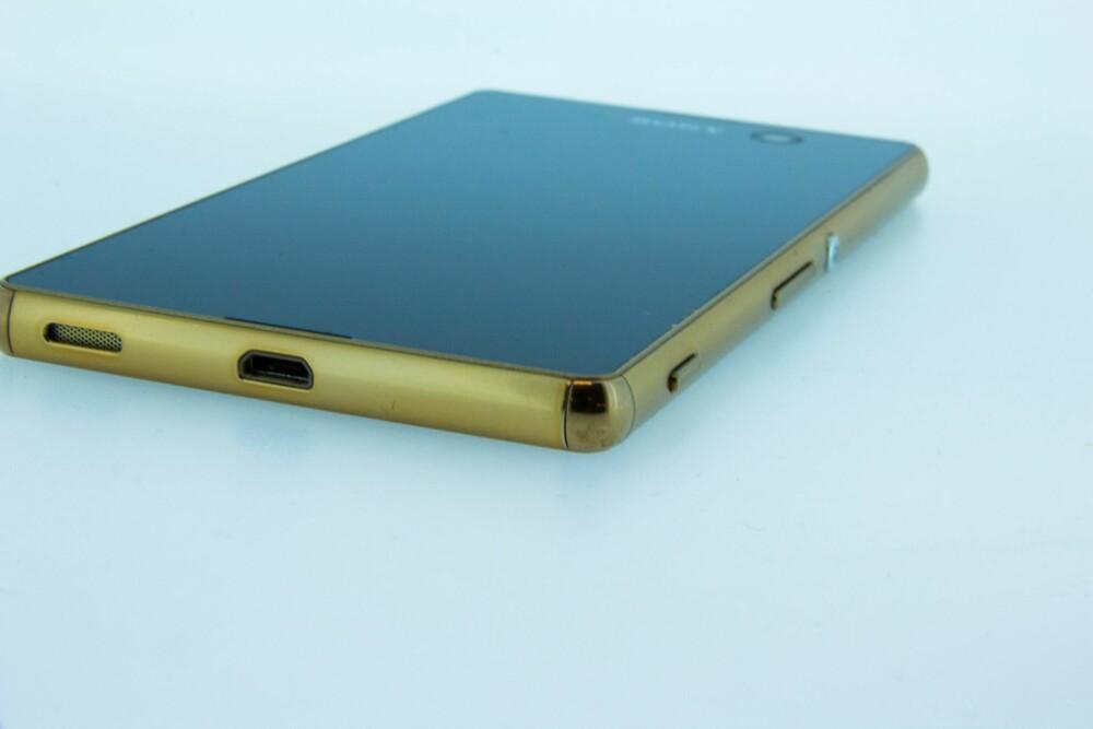 NESTEN EN TOPPMOBIL: Sony Xperia M5 har på mange områder spesifikasjoner som en toppmobil, men prislappen er ikke like høy.