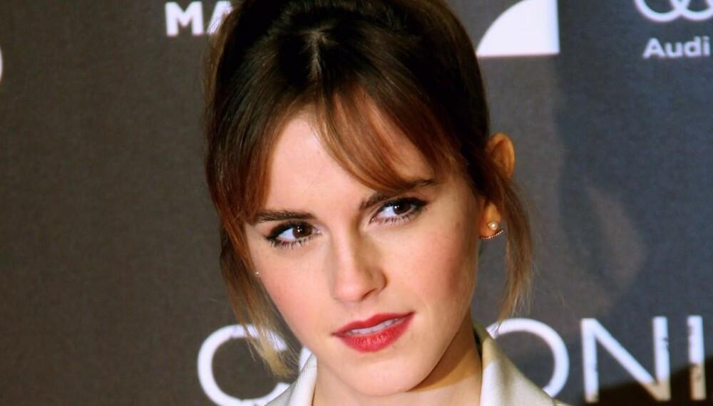 HÅRTOPP I TINGELING-STIL: Skuespiller Emma Watson har lagt sin elsk på vinterens hotte høye og stramme hårtopp som skal minne litt om Tinkerbell i Peter Pan, eller Tingeling, som vi kaller henne.