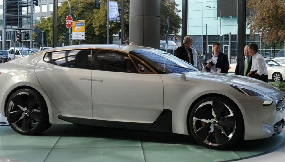 GT CONCEPT: Kia CK (kodenavn) er basert på konseptbilen Kia GT Concept fra 2011. Produksjonsmodellen lanseres i 2017.
