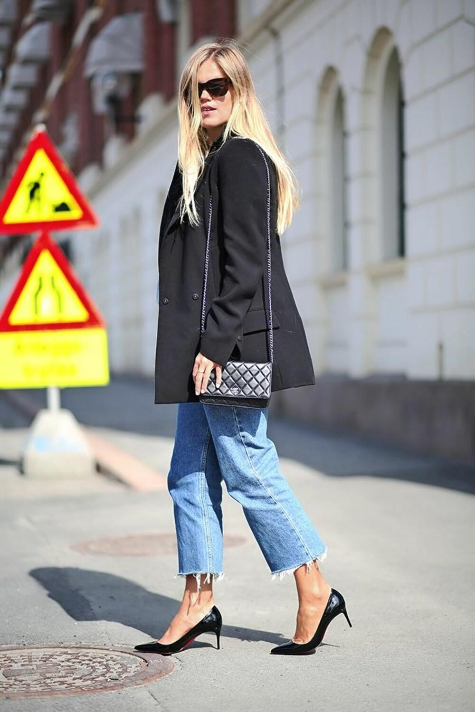 I AVKLIPTE LEVI'S: Elen Kristvik, som er motejournalist i Elle, styler buksen med sorte pumps, dressjakke og en fin veske.