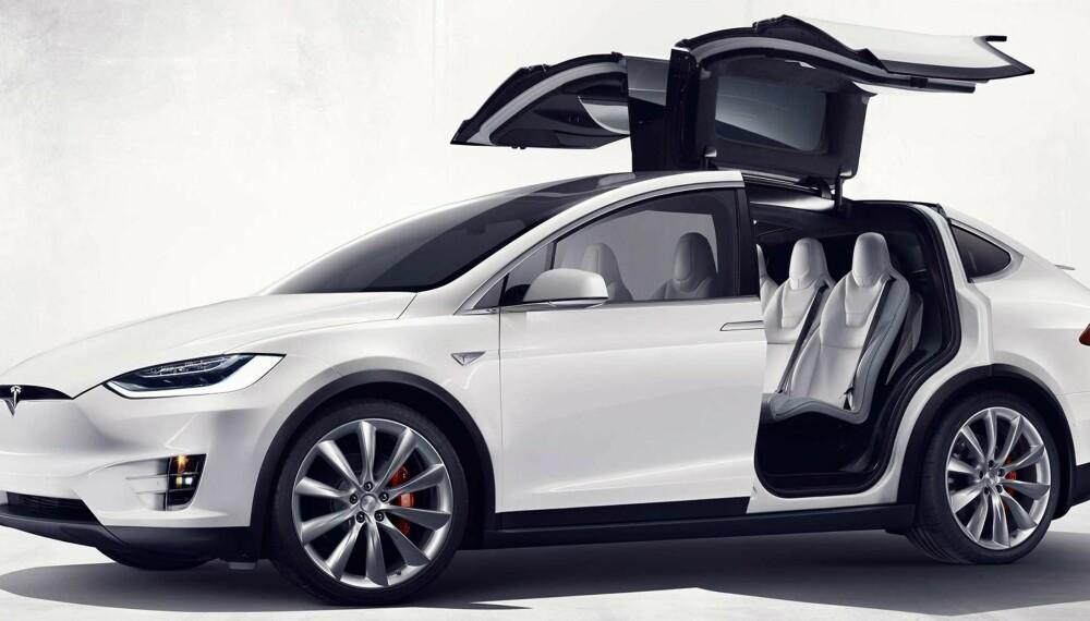 STORE PROBLEMER: Problemer med måkevingedørene på Model X trekkes fram som grunn til at Tesla gjør det så dårlig i Consumer Reports pålitelighetsundersøkelse.