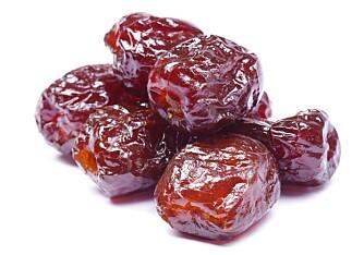 ERSTATT SUKKER MED DADLER: Selv om dadler er kaloririke, er de et sunt alternativ til sukker. Dadler er blant annet næringsrike og en god kilde til kostfiber.