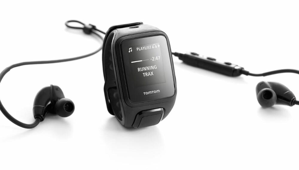 ØRETELEFONER: Vår testmodell hadde disse trådløse øretelefonene inkludert. Men akkurat den versjonen har vi ikke sett i salg, så vi har oppgitt prisen for Spark Cardio+Music uten hodetelefoner.