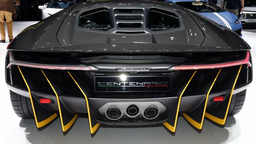 OPPSIKTSVEKKENDE: Med Centenario viser Lamborghini igjen evnen til å lage biler som vekker betydelig oppsikt. FOTO: Newspress