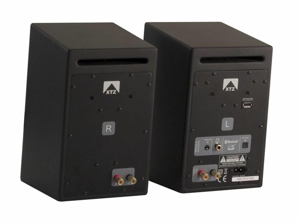 TILKOBLINGER: Venstre høyttaler er utstyrt med både digital og analog inngang, og du kan også bruke Bluetooth.