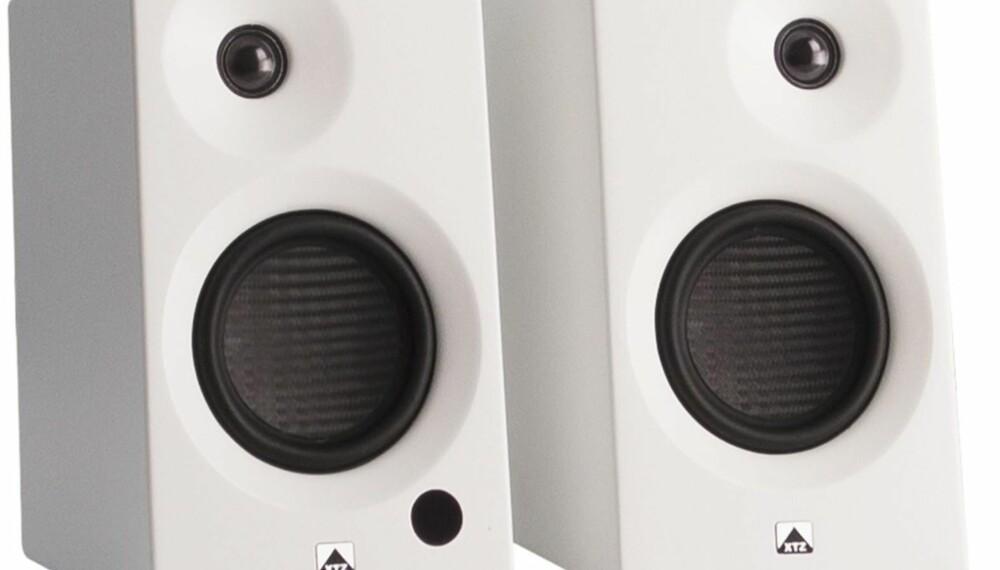 TILBAKELENT: XTZ Tune 4 har en smart utforming som hjelper til å  vinkle lyden mot ørene dine.