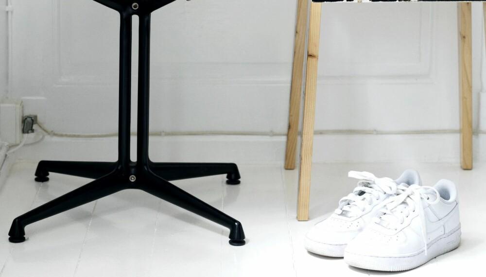 HVITE SNEAKERS!: Anne Sofie Møller har sikret seg et par freshe hvite sneakers fra Nike denne sesongen.