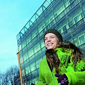 Inger Andresen er professor i integrert energidesign ved NTNU og ekspert på energieffektivisering av bygg. – Et lavenergihus gir mange ekstrakvaliteter i tillegg til å være miljøvennlig, som høy kvalitet og godt inneklima. Også er det en god investering, sier hun.