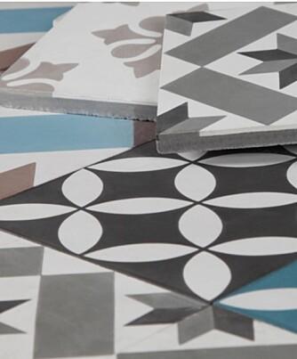 Sementfliser er håndlagde, og vil alltid ha små variasjoner. Her er det samlet fliser fra Golvabias kolleksjon Palace.