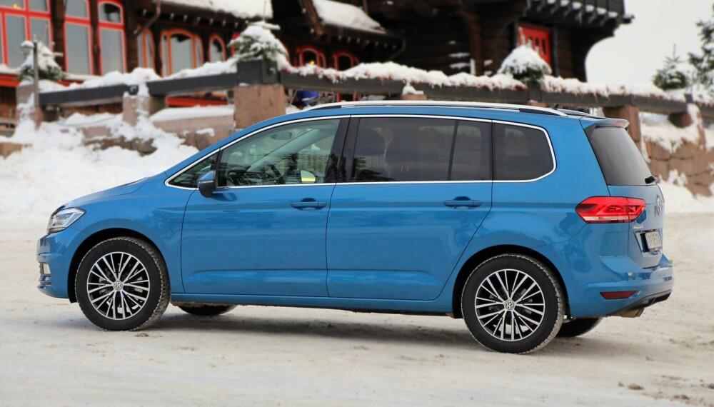 """TESTET: Vi Menn Bil Top Gear har tidligere testet VW Touran som personbil med 1,4-liters bensinmotor. I testen konkluderes det: """"En glimrende familiebil. Slik kan man kort oppsummere den nye VW Touran, med plass og fleksibilitet i toppklasse"""". FOTO: Terje Bjørnsen"""