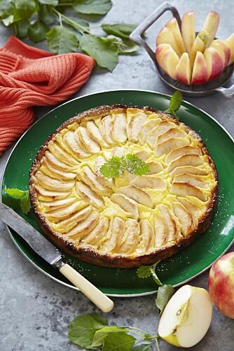NAM! Ingenting slår en herlig, hjemmelaget eplekake med kremfyll!