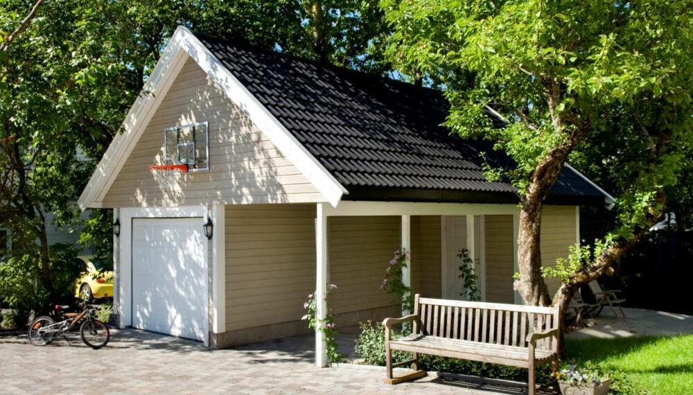 Med nye byggeregler kan garasjene fort bli store. Bare sørg for å høre med naboen før du setter igang, om ikke annet enn for å bevare freden. FOTO: Igland Garasjer