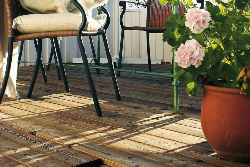 Det er mye du trenger håndverkere til, men å legge terrasse er ikke noe hokus pokus.