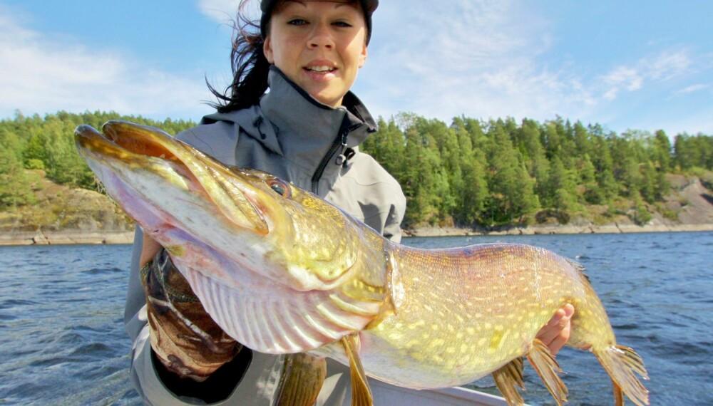 Emma Bäcker Håkonsen er en av Skandinavias fremste gjeddefiskere. Hun mener dette fisket er gøy og oppfordrer alle til å delta i denne konkurransen.