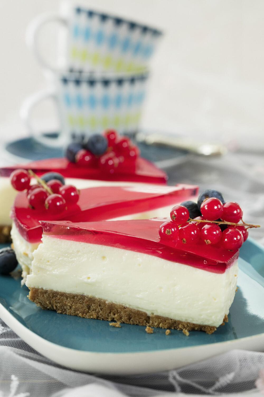 VELG OG VRAK: I Hjemmet uke 18 får du et fristende bilag med 14 ostekakefavoritter, som denne klassiske ostekaken med gelélokk.