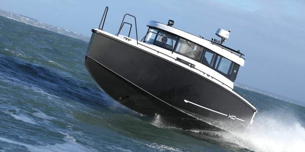 OVER 40 KNOP: Med to D4-300-maskiner klarer båten mer enn 40 knop. Du kan også få den med enda mer kraft, og da vil toppfarten bli enda litt høyere.