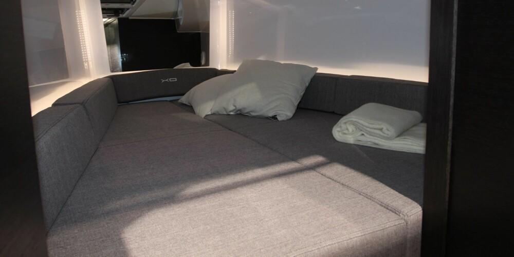 BAUGKABIN: I baugen er det en dobbeltseng samt et fullverdig bad. Den spisse formen gjør at sengen er relativt smal i den ene enden, men den er lang nok for de fleste.