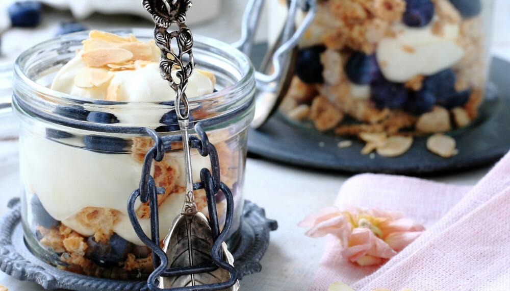PORSJONSKAKE: Legger du kaken i små glass blir de ekstra dekorative.